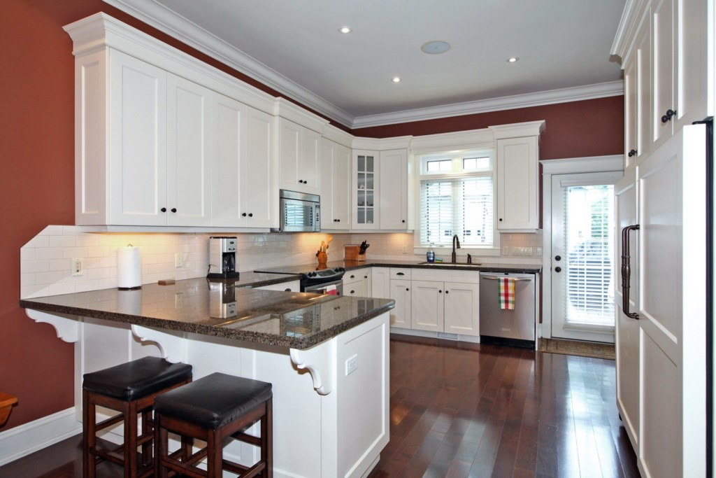 Large Kitchen - Six Nations - Niagara-on-the-Lake