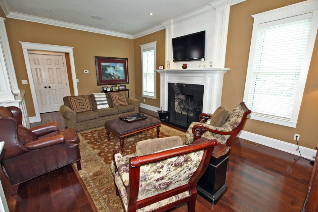 LivingRoom-HalfBath-Mainfloor - Six Nations - Niagara-on-the-Lake
