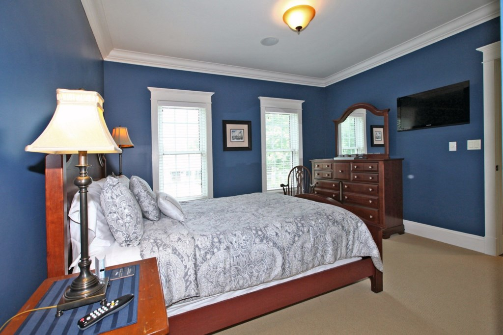 Bedrooms with TVs and ensuites - Six Nations - Niagara-on-the-Lake