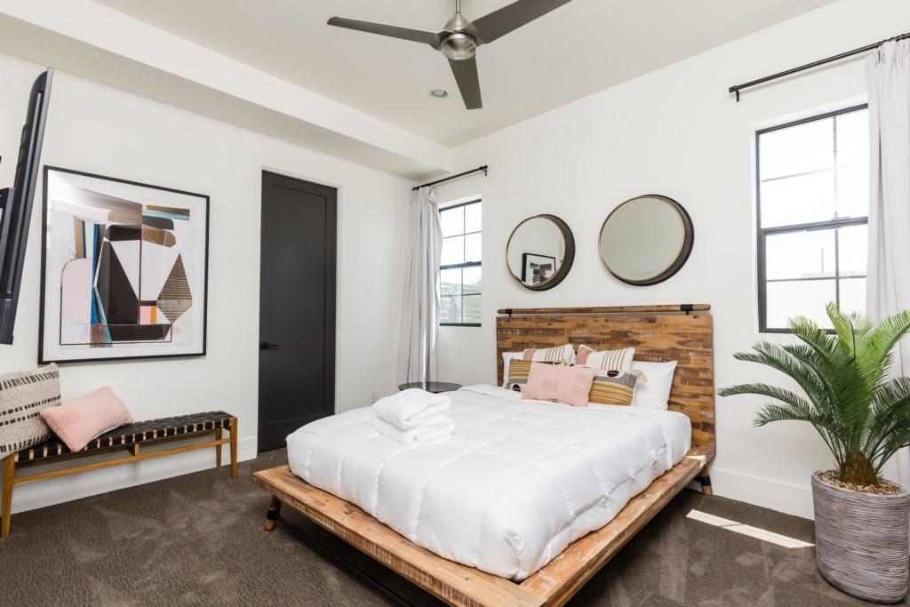 Second bedroom with en-suite bathroom and smart TV