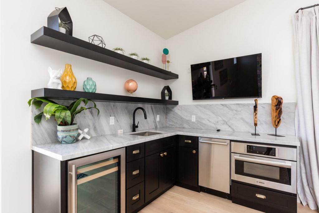 6th bedroom kitchenette