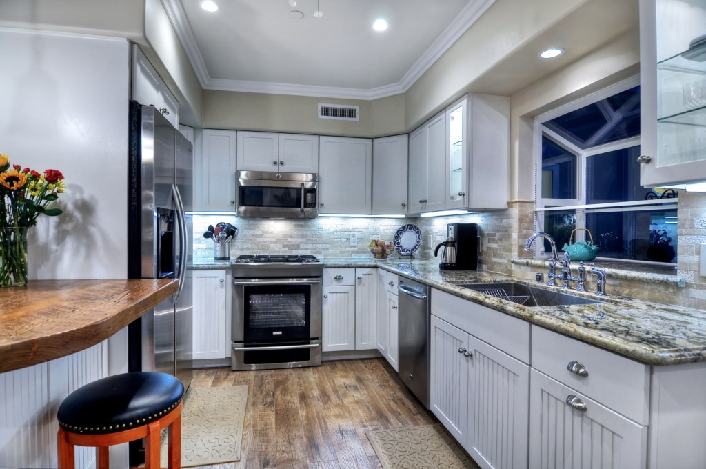 San Clemente ocean view vacation home kitchen.jpg