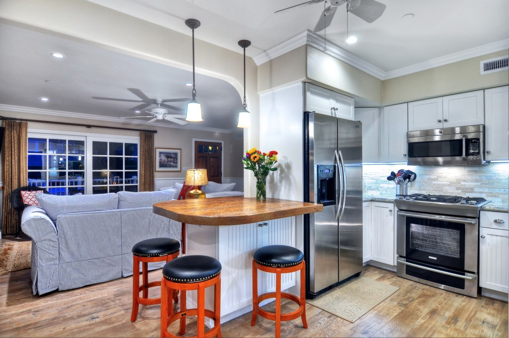 San Clemente vacation home kitchen.jpg
