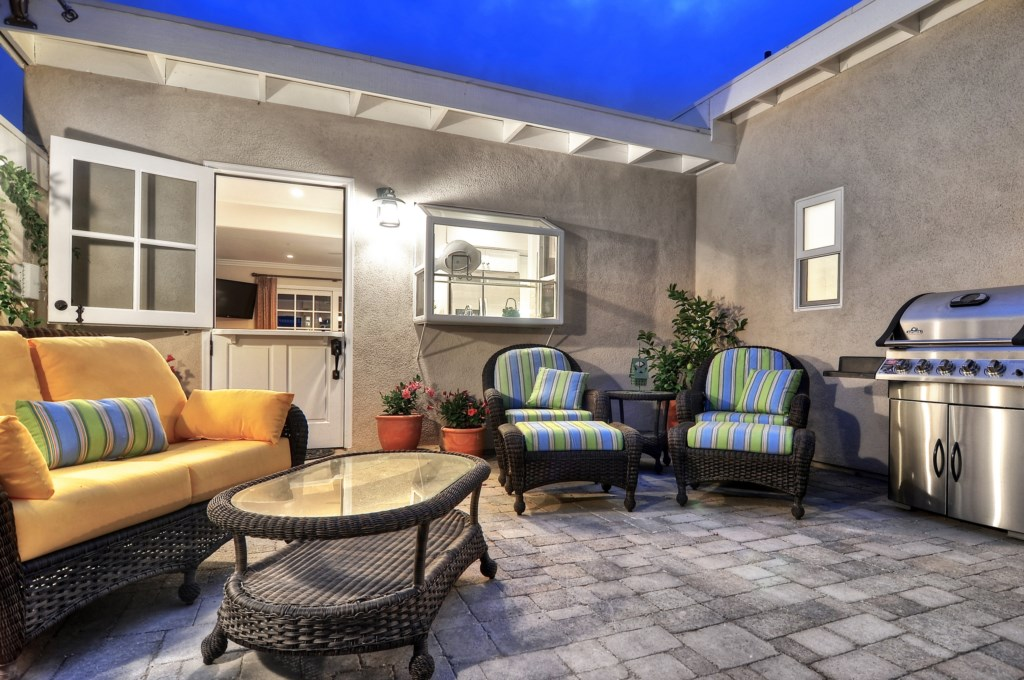 San Clemente vacation home patio.jpg
