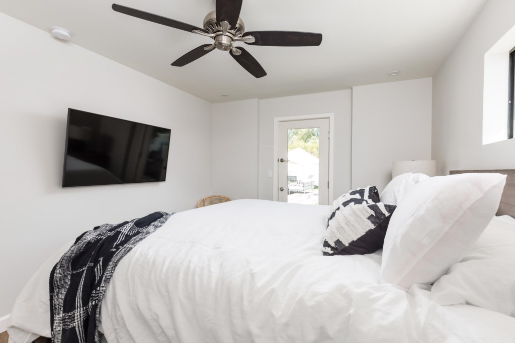 King size bed and Smart TV