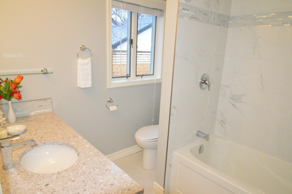 3 Full Baths - Sasson House - Niagara-on-the-Lake