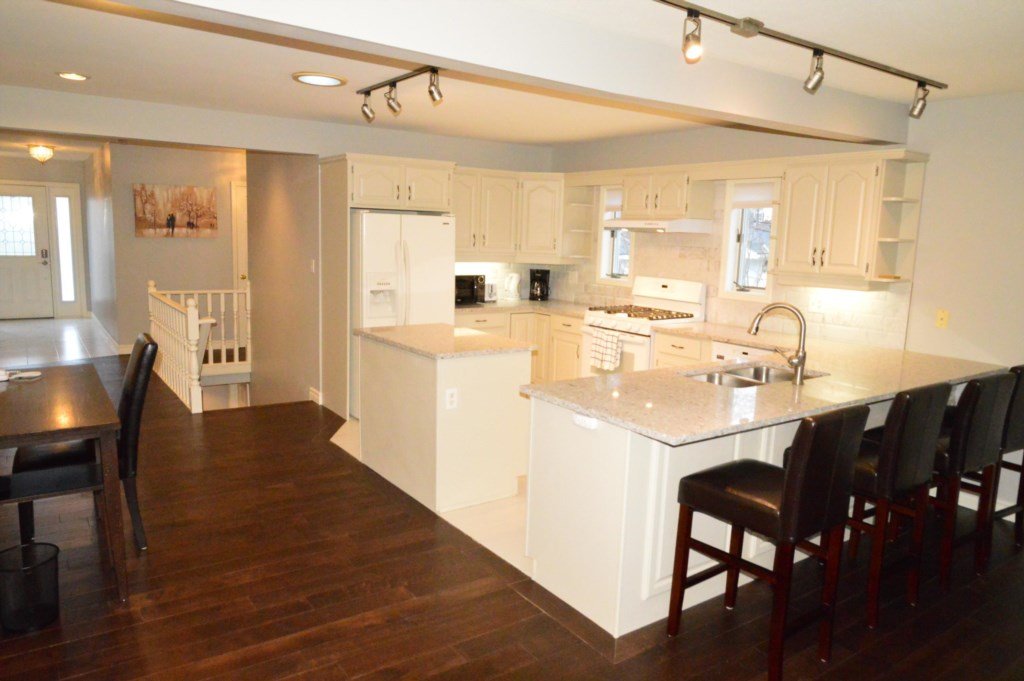 Full Equipped Kitchen - Sasson House - Niagara-on-the-Lake