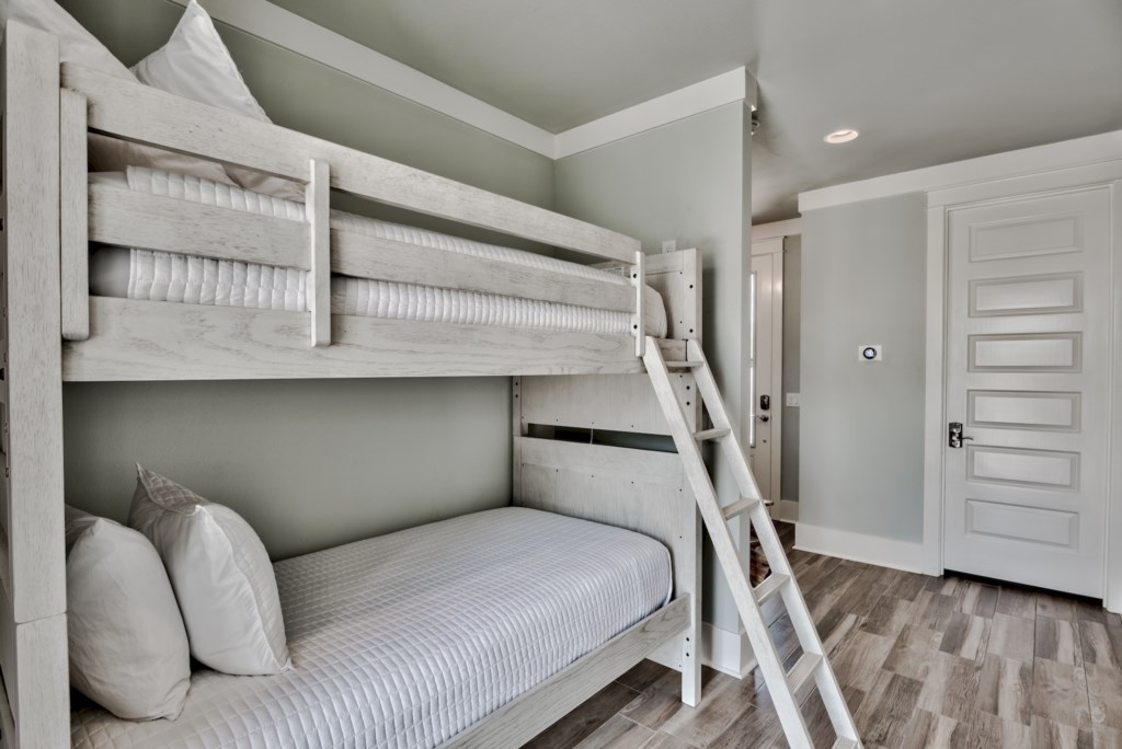 1st Floor Bunk Alcove with Twin Beds