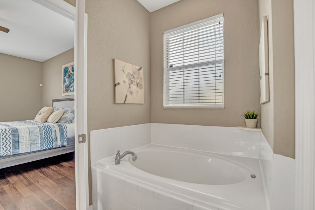 Master Bathroom Garden Tub