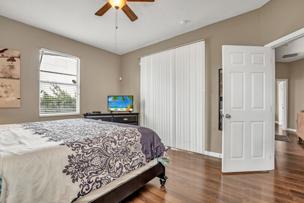 2nd Master Bedroom - Flatscreen TV in every room