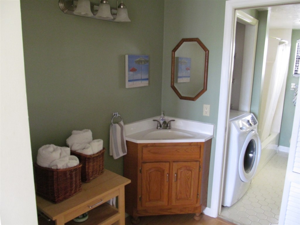 DRESSING AREA WITH WASHER