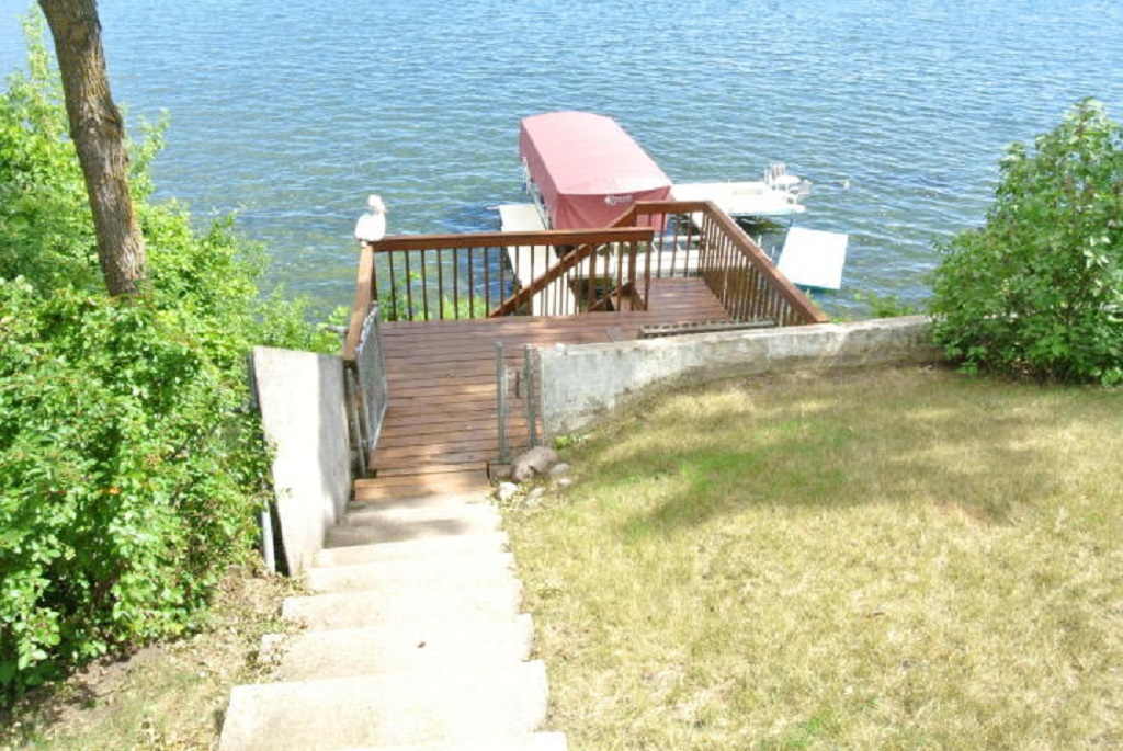 Mulit-tiered deck/step system.