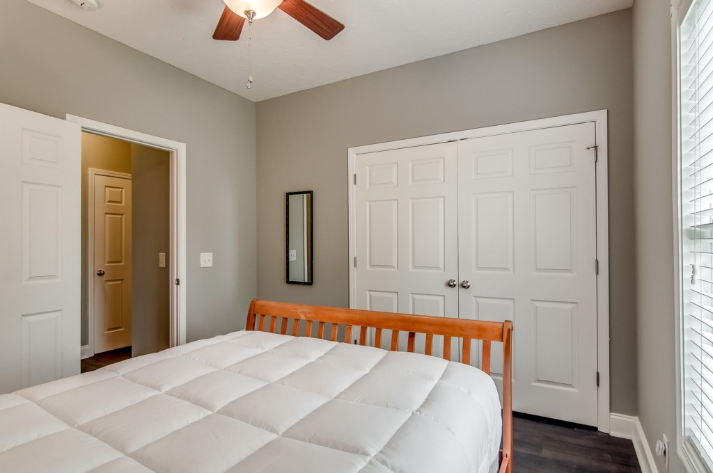 1st bedroom with 1 Queen Bed