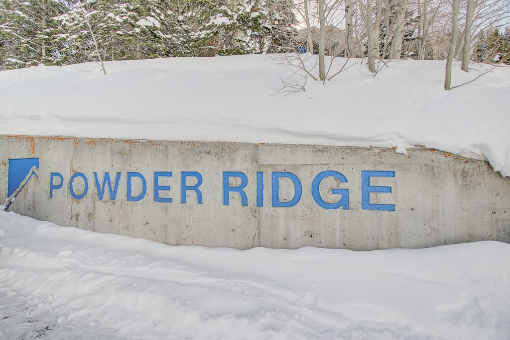 33PowderRidgeComplexSign