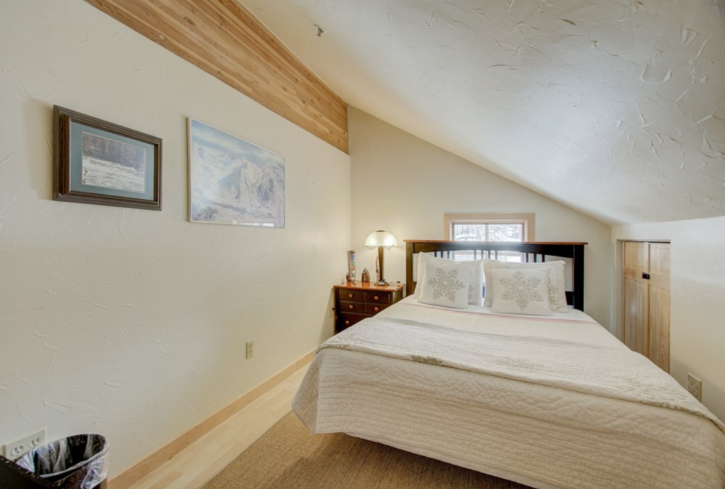 12QueenLoftBedroom