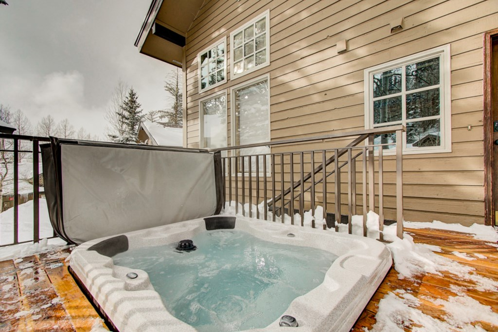 33-OutdoorHotTub