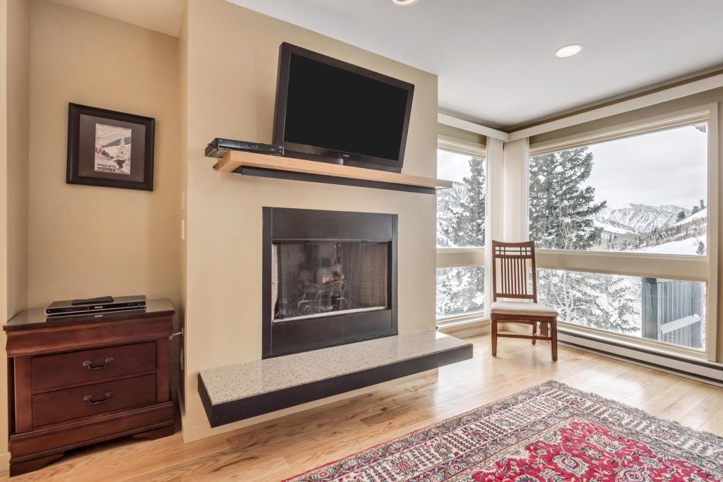3LivingRoomandFireplace