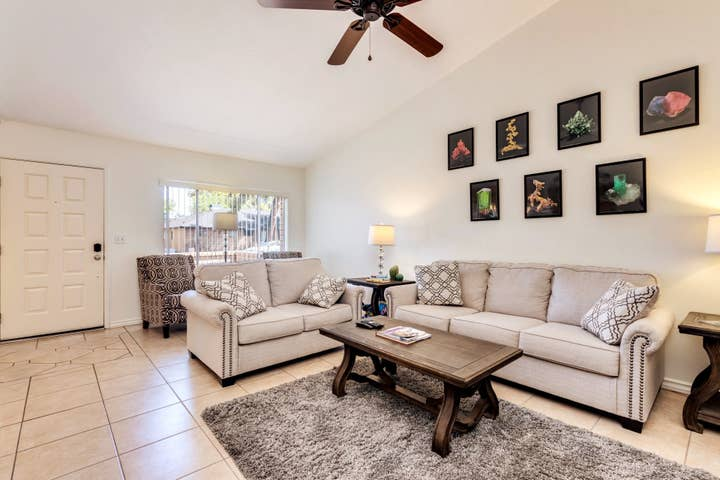 3 bedroom Tempe Townhouse Close to ASU