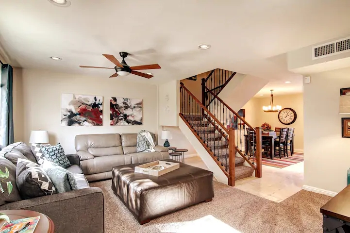 2 bedroom Townhome Walking Distance to Old Town