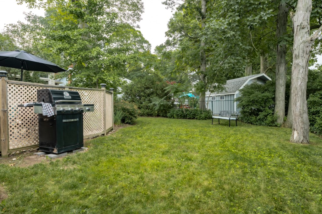 Lots of backyard space - Five Point Cottage - Niagara-on-the-Lake