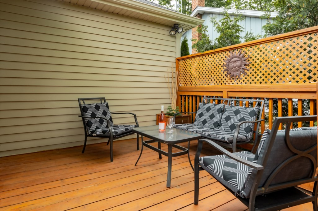 Great backyard with deck, patio and no back neighbours - Five Point Cottage - Niagara-on-the-Lake