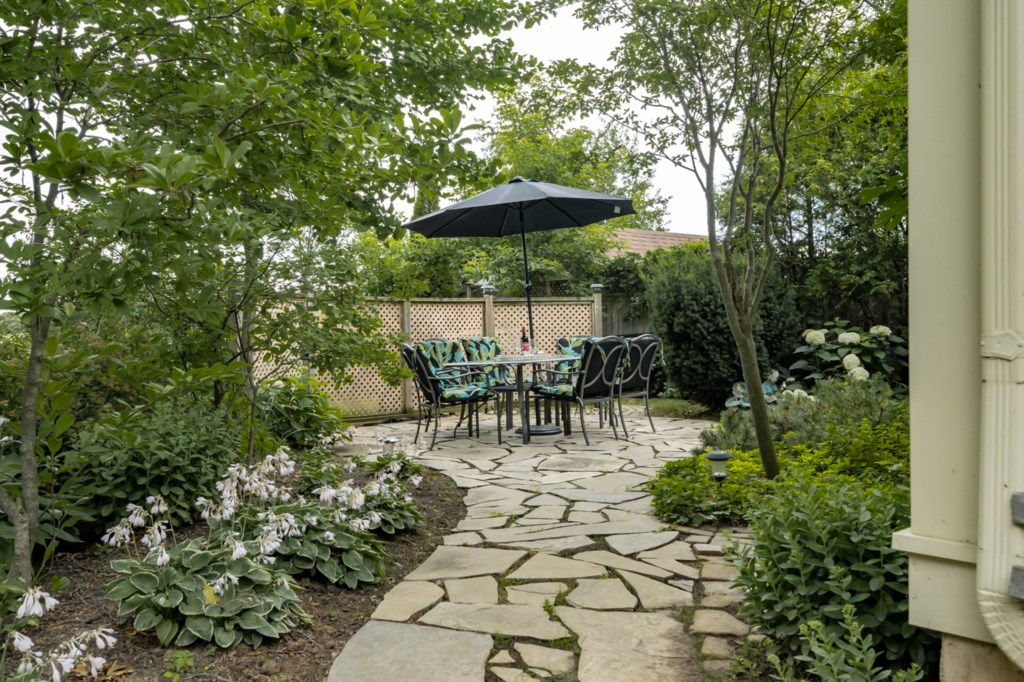 Secluded backyard - Five Point Cottage - Niagara-on-the-Lake