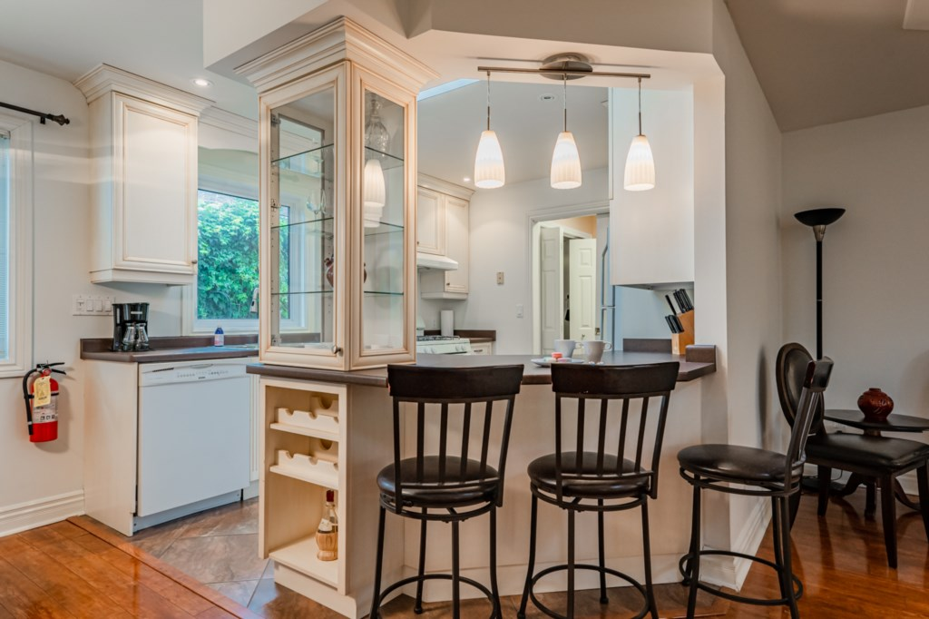 Dining room off of kitchen - Five Point Cottage - Niagara-on-the-Lake