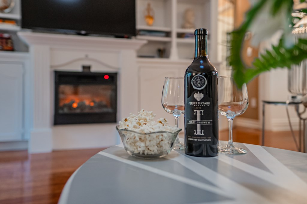 Enjoy a local wine - electric fireplace - Five Point Ccottage - Niagara-on-the-Lake