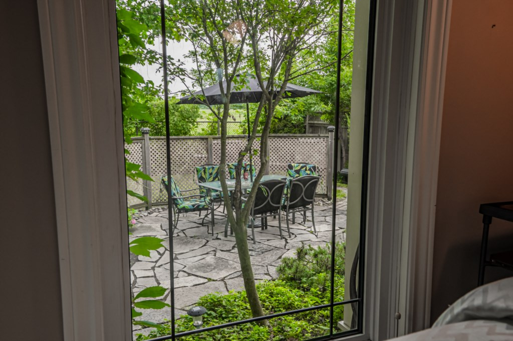 View of backyard from bedroom - Five Point Cottage - Niagara-on-the-Lake