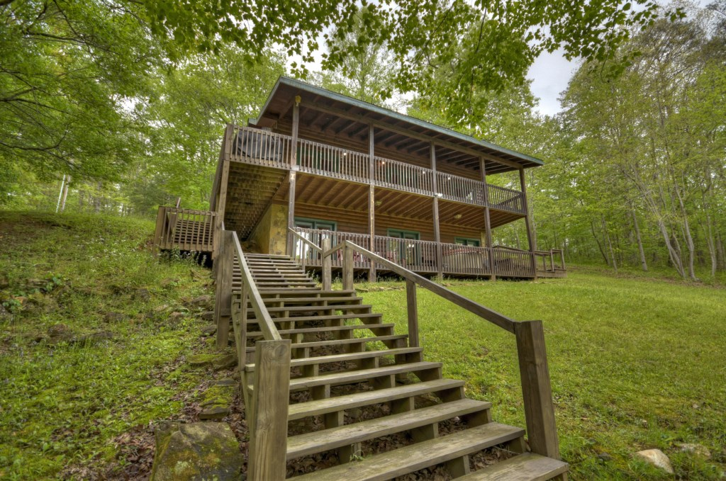 Chimney Path secluded Mountain Home on Fightingtown Creek