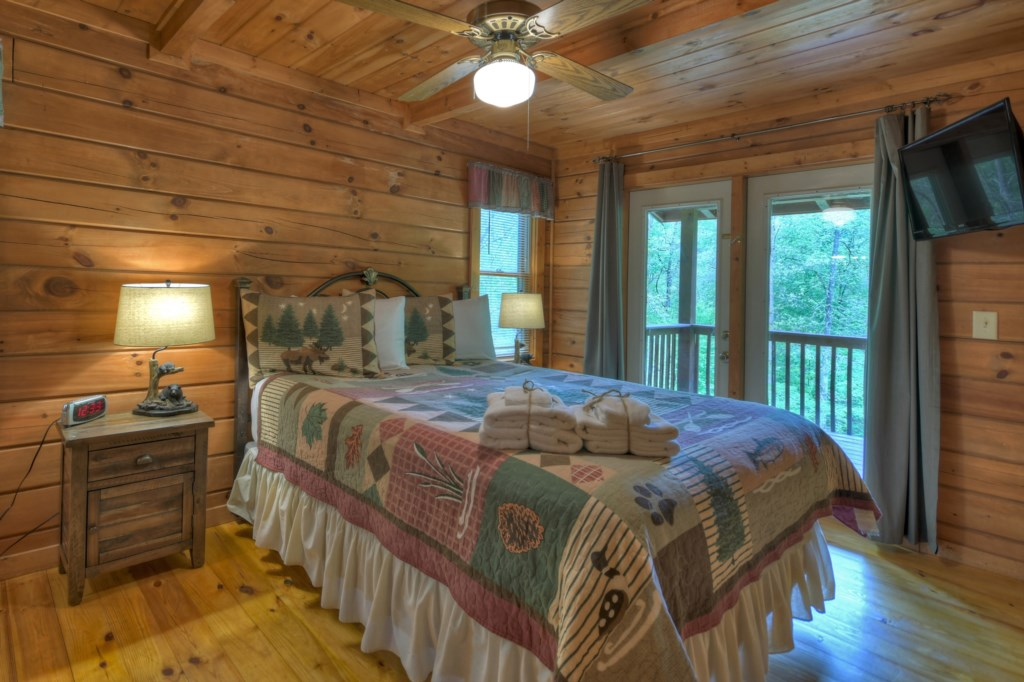 Spacious bedroom with outdoor area