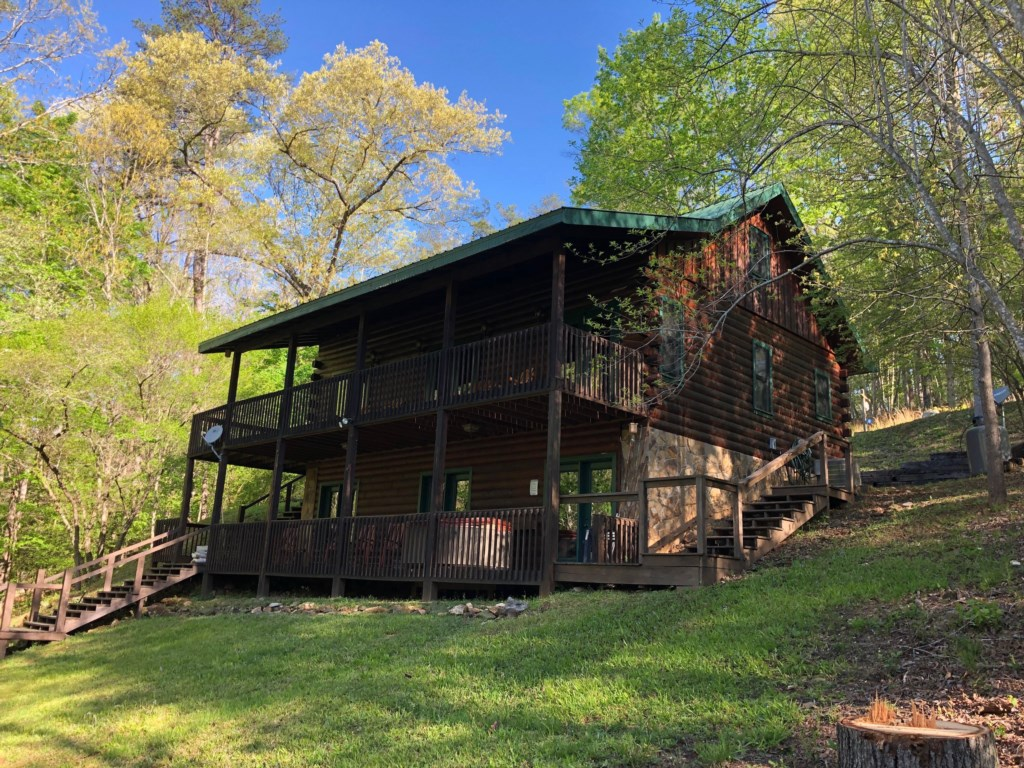 Find your retreat at this beautiful log cabin in the woods