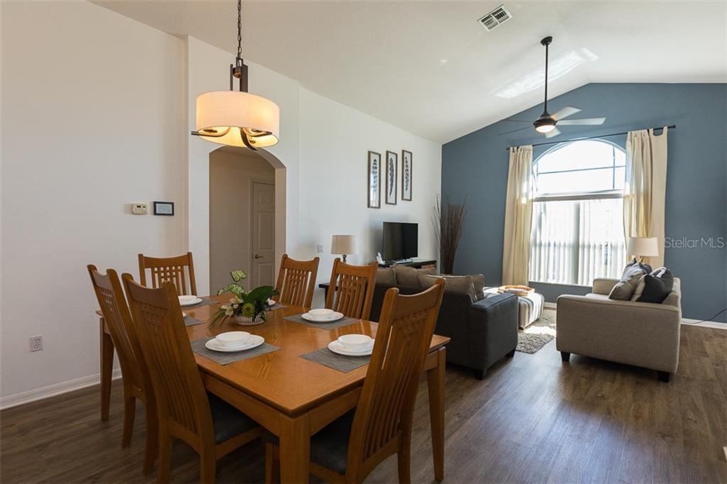 6 Person Dining Room Set