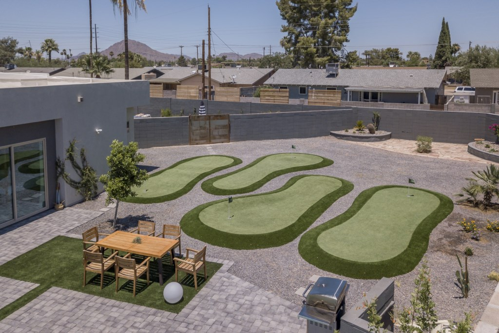 Amazing putting green
