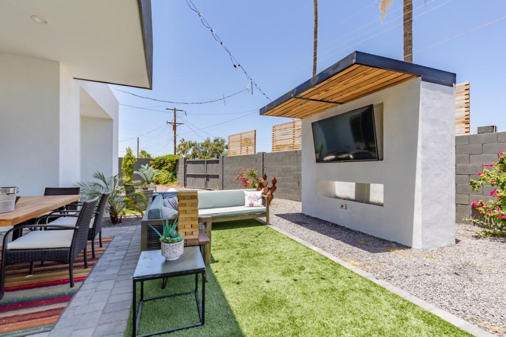 Unbelievable outdoor space!