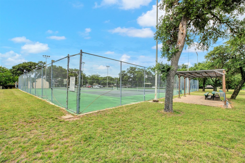 Enjoy complimentary access to the community's tennis courts!