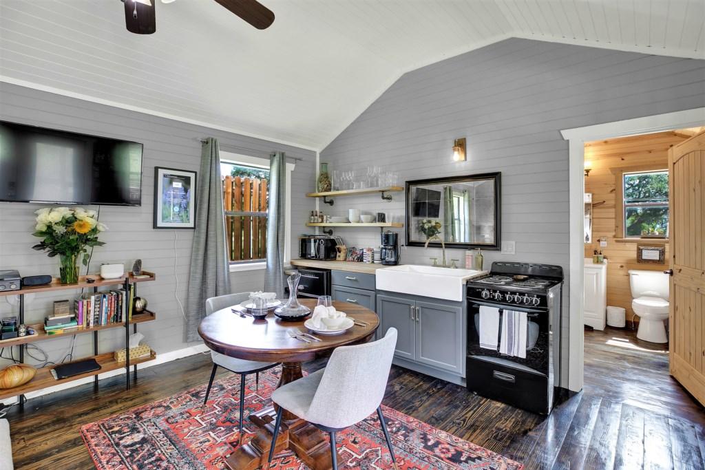 Elm Cottage Bedroom / Kitchen Photo 3 of 4