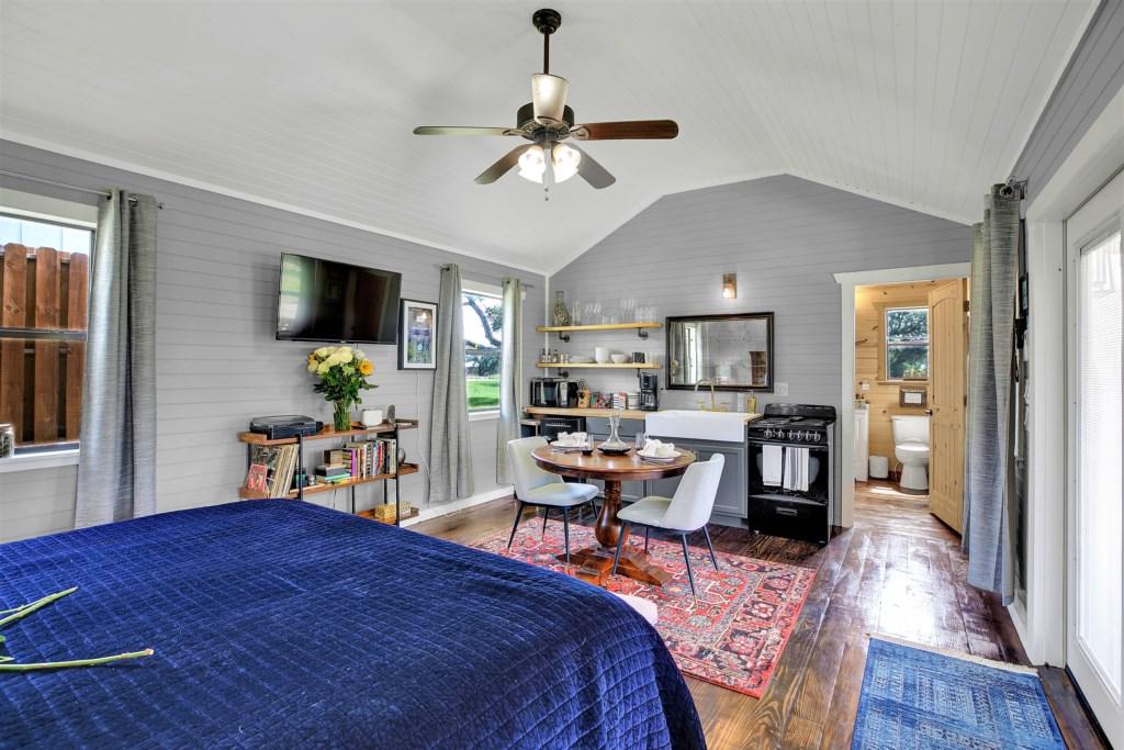 Elm Cottage Bedroom / Kitchen Photo 1 of 4