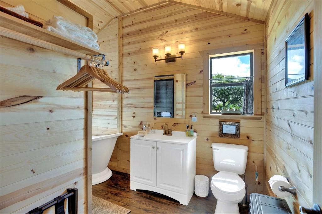 Elm Cottage Full Bathroom Photo 1 of 3