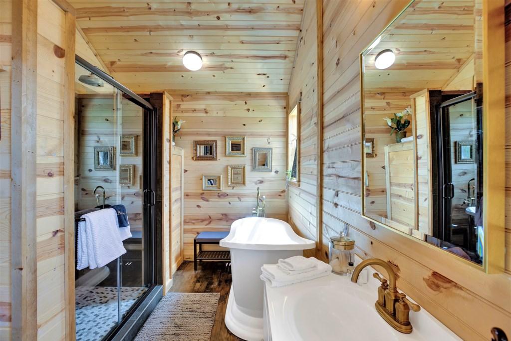 Elm Cottage Full Bathroom Photo 2 of 3