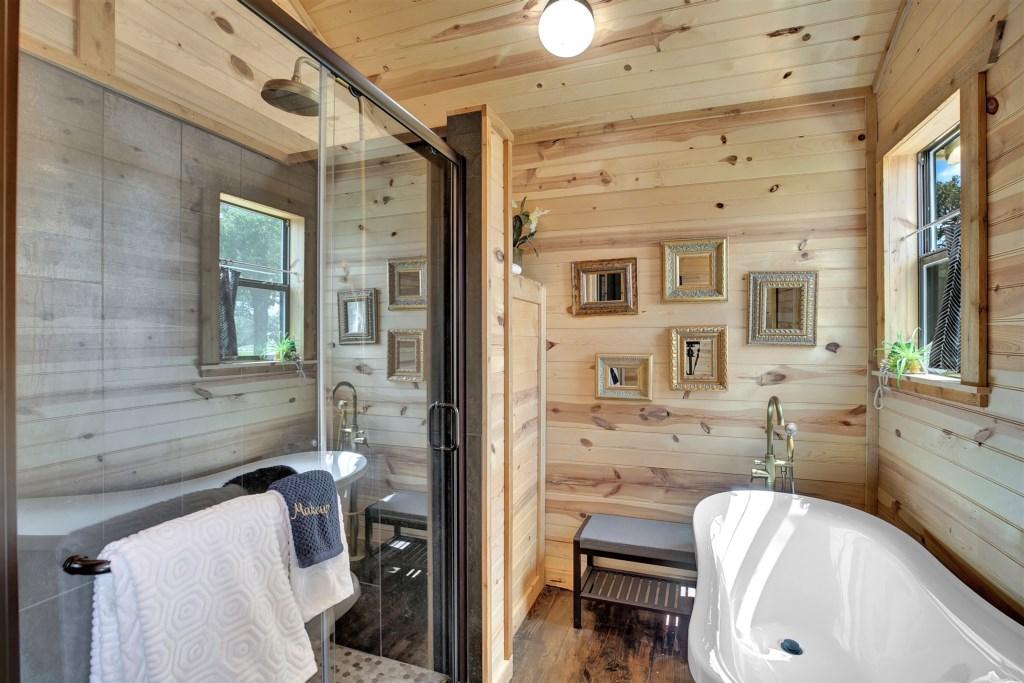Elm Cottage Full Bathroom Photo 3 of 3