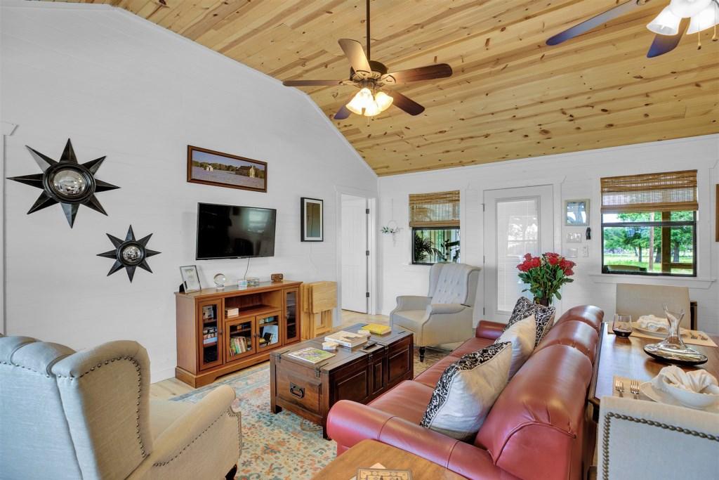 Oak Cottage Living Room Photo 3 of 5
