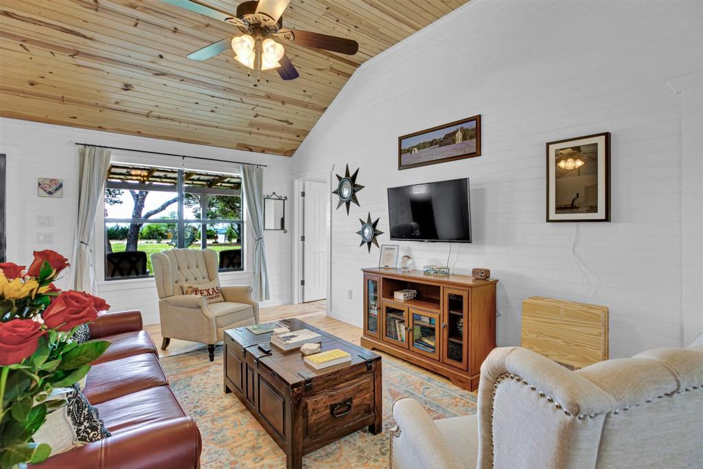 Oak Cottage Living Room Photo 4 of 5