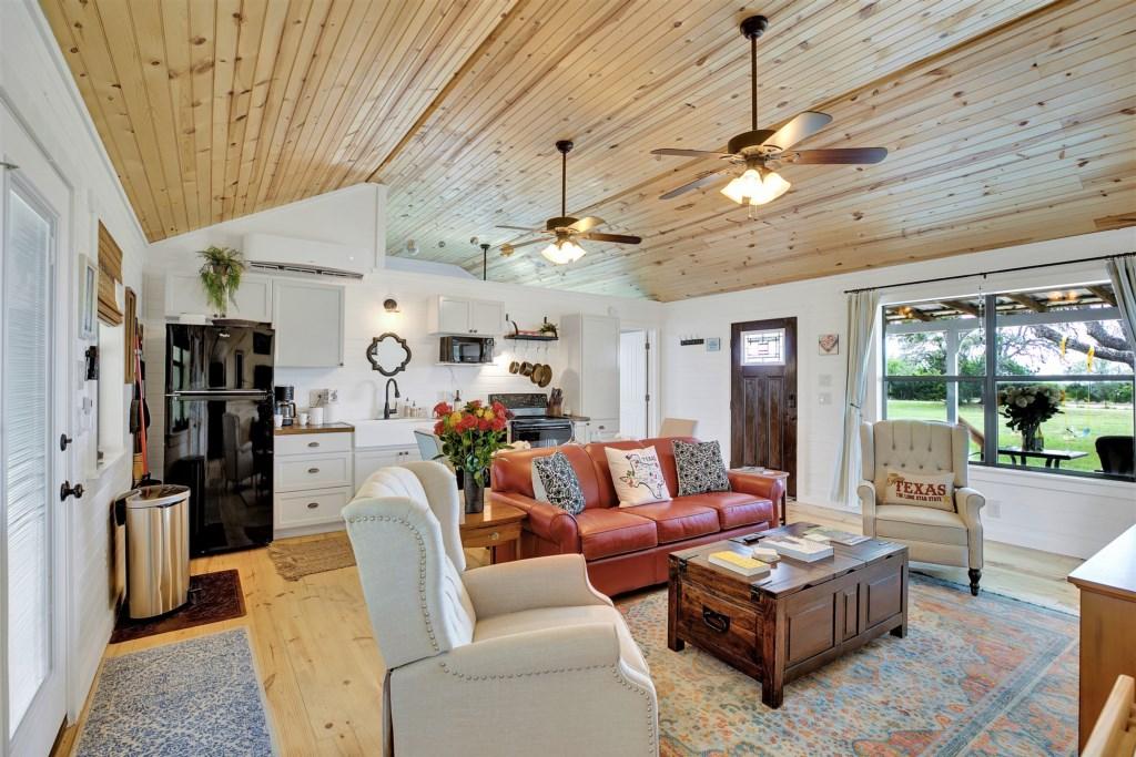 Oak Cottage Living Room Photo 2 of 5