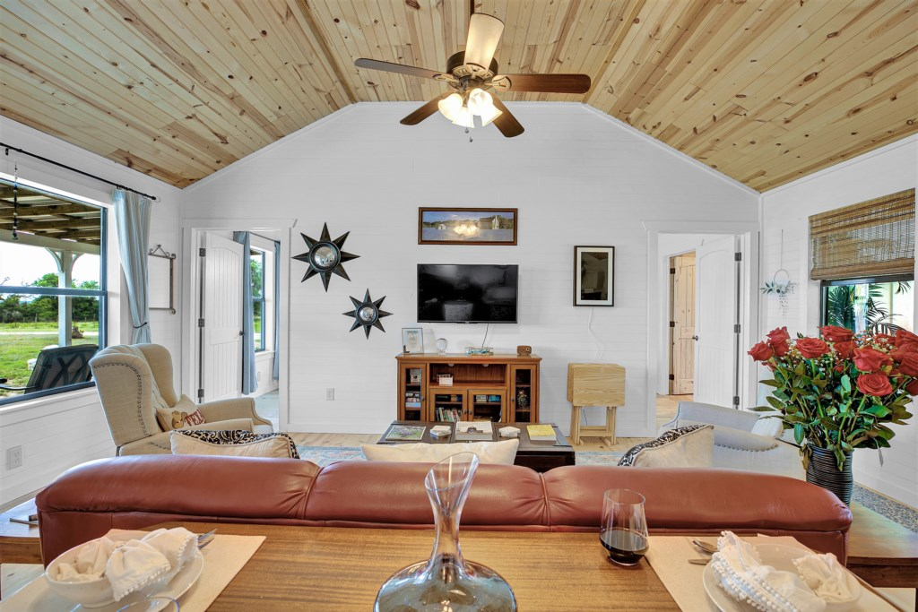 Luxury Cottage with the amenities you'll need for relaxing!