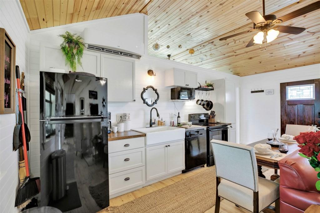 Oak Cottage Kitchen Photo 1 of 3