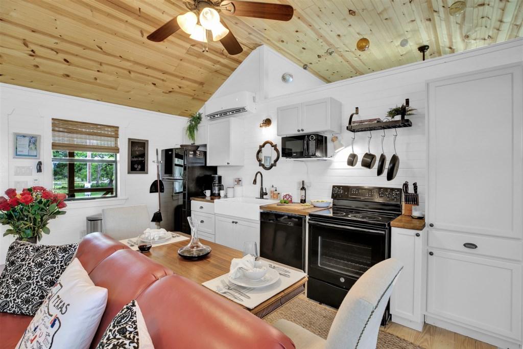 Oak Cottage Kitchen Photo 2 of 3