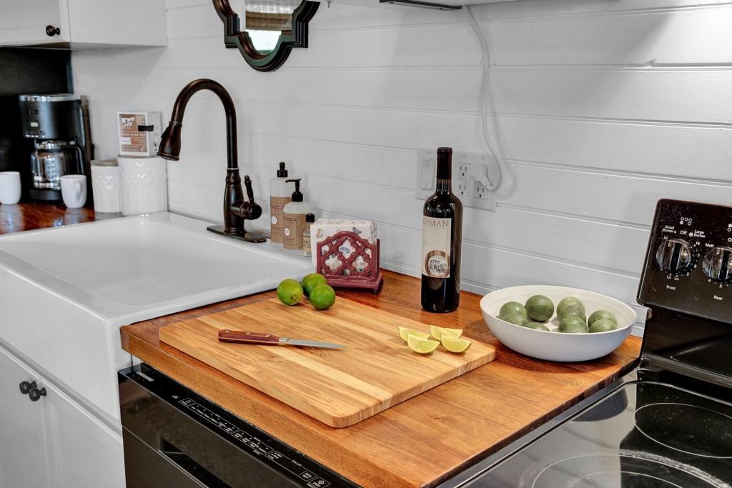 Oak Cottage Kitchen Photo 3 of 3