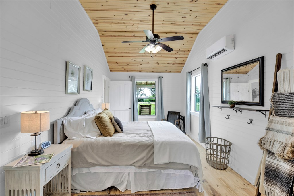Oak Cottage Master Bedroom Photo 1 of 3