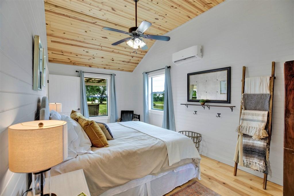 Oak Cottage Master Bedroom Photo 3 of 3